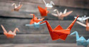 اوریگامی-پرنده درحال پرواز