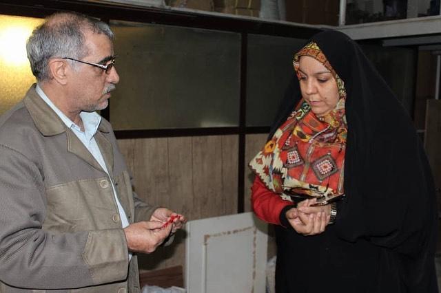 فاطمه فکوریان و محمد علی رئیس دانا در بررسی نمونه اسباب بازی تولید شده